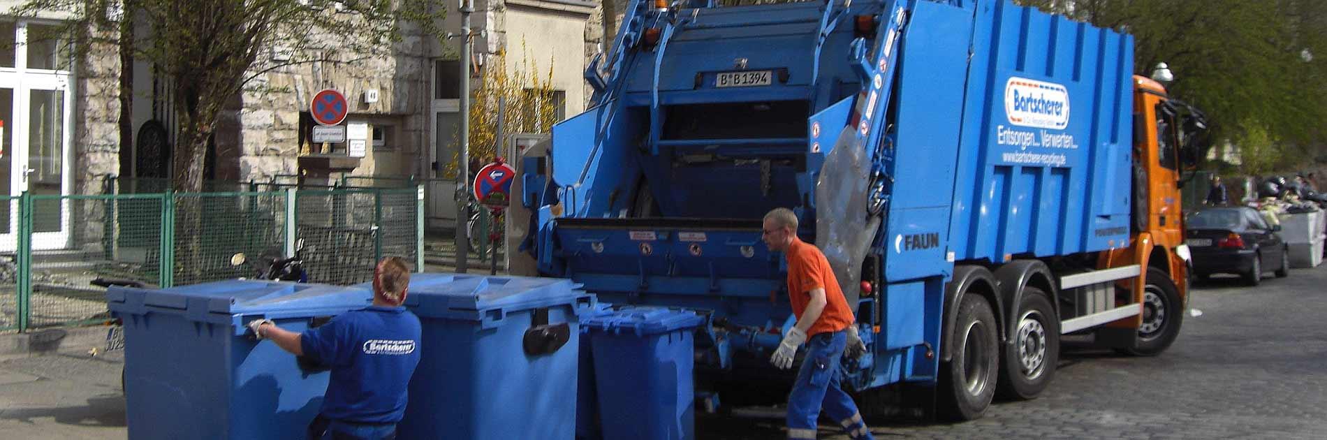 Müllabfuhr bei der Arbeit